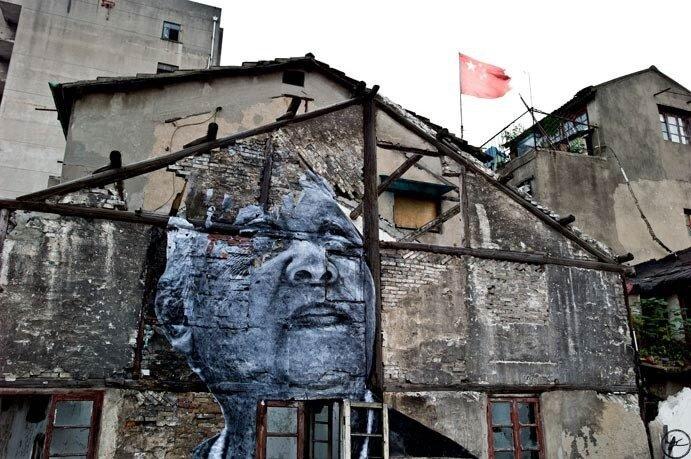 граффитти на зданиях.JR in Shanghai