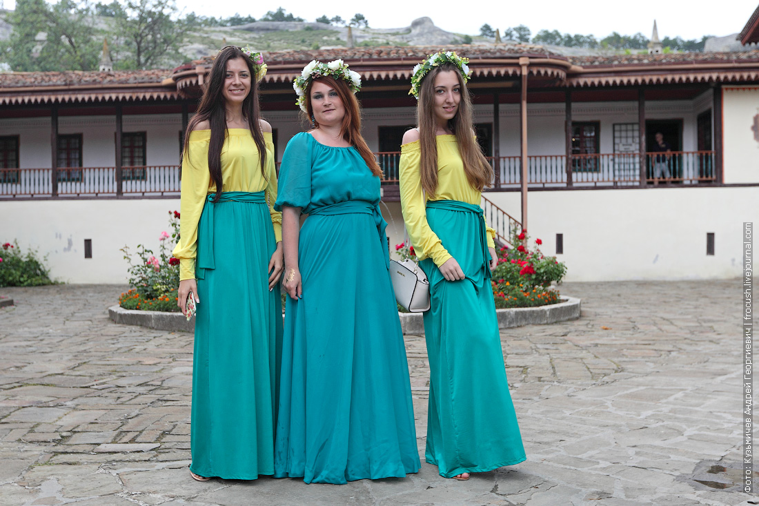 Крым Бахчисарай девчонки в Ханском дворце