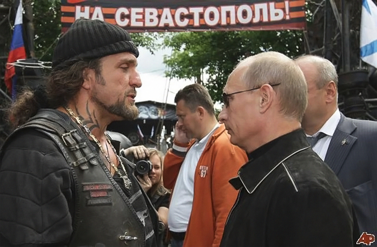 На Севастополь, Путин и лидер Ночных волков,Александр Задолстанов, Хирург.