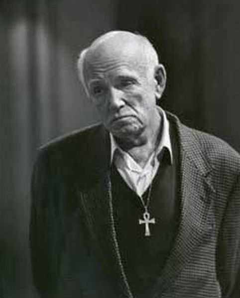 Святослав Рихтер с крестом фото Clive Barda, 1993.jpg
