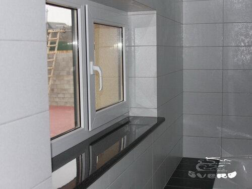 облицовка откоса окна, подрезка плитки под 45 градусов, и под подоконник