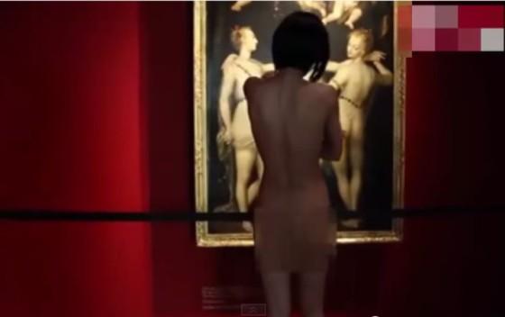 Обнажённая художница шокировала посетителей немецкого музея