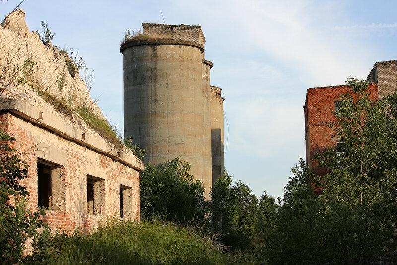 Здание завода у станции Осуга