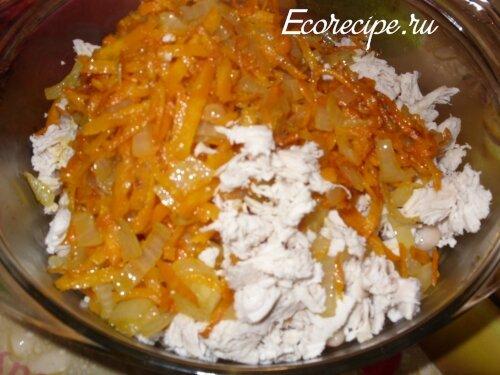 Приготовление салата с курицей и фасолью