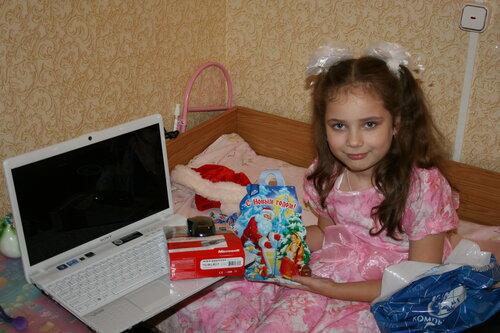 Маша Д. Белый ноутбук