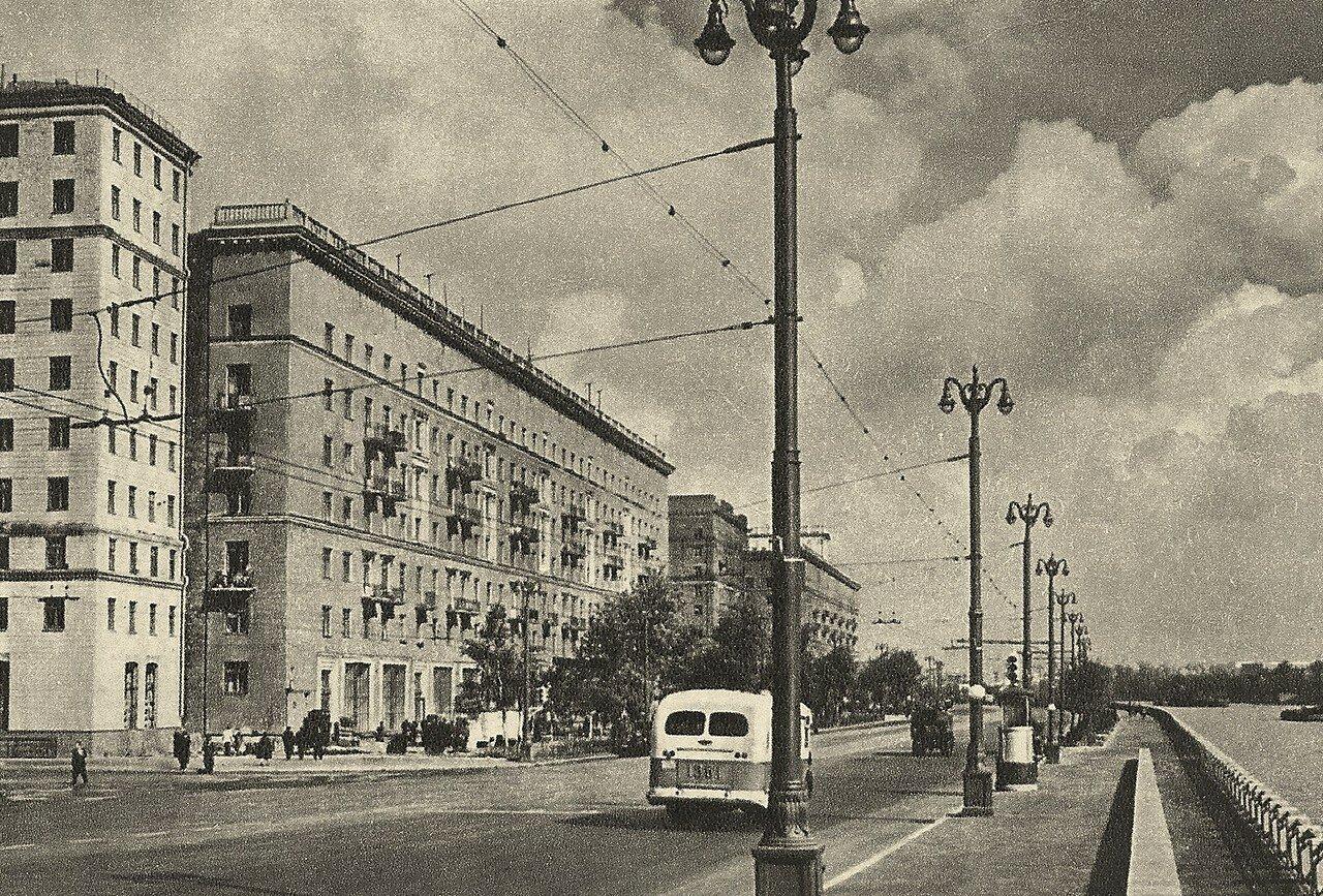 1957. Фрунзенская набережная 54