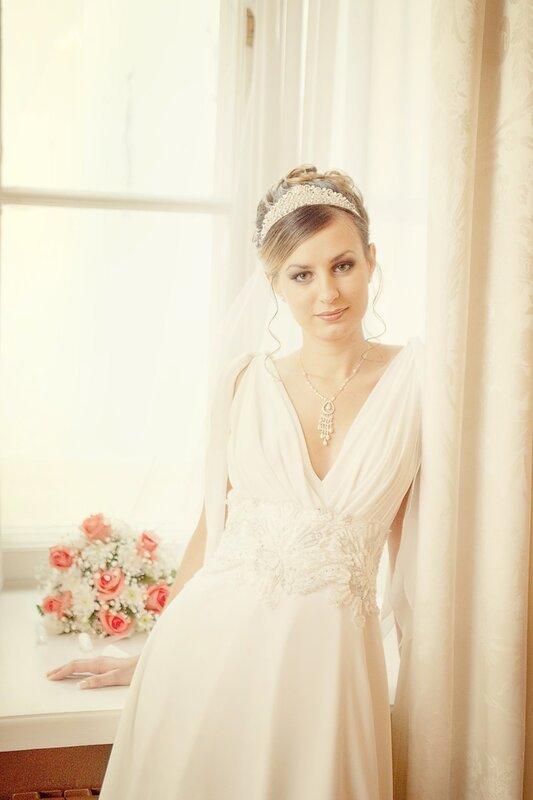 семейный альбом: портрет невесты у окна