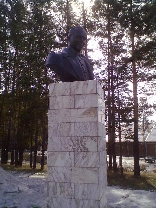 Памятники под заказ Зеленогорск Эконом памятник Волна в камне Караваново
