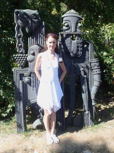 Памятник горцу-виноделу