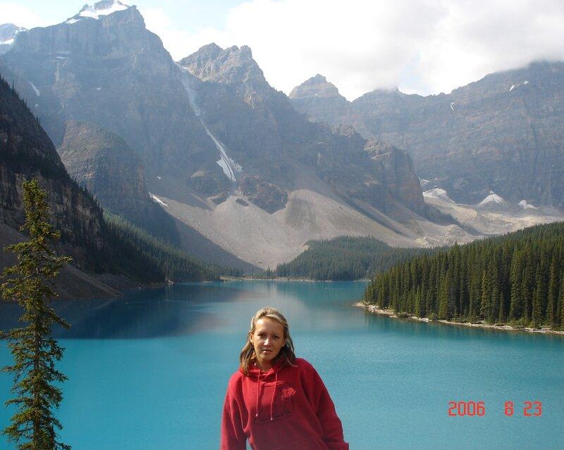 Озеро Морейн в Скалистых горах Канады. Скамейка для созерцания. озеро, Морейн, когда, замечательное, Озеро, удивительно, признание, потрясло, спорить, красивое, высоте, горах, Десяти, Долине, лежит, Пиков, Национальный, Уолтера, Скалистых, Банфф