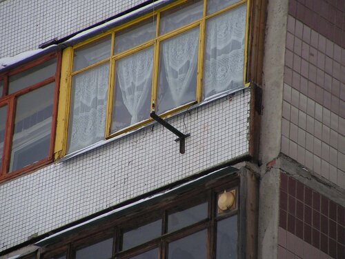 Как установить антенну на балконе.