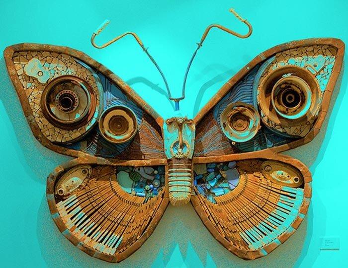 бабочки из мусора