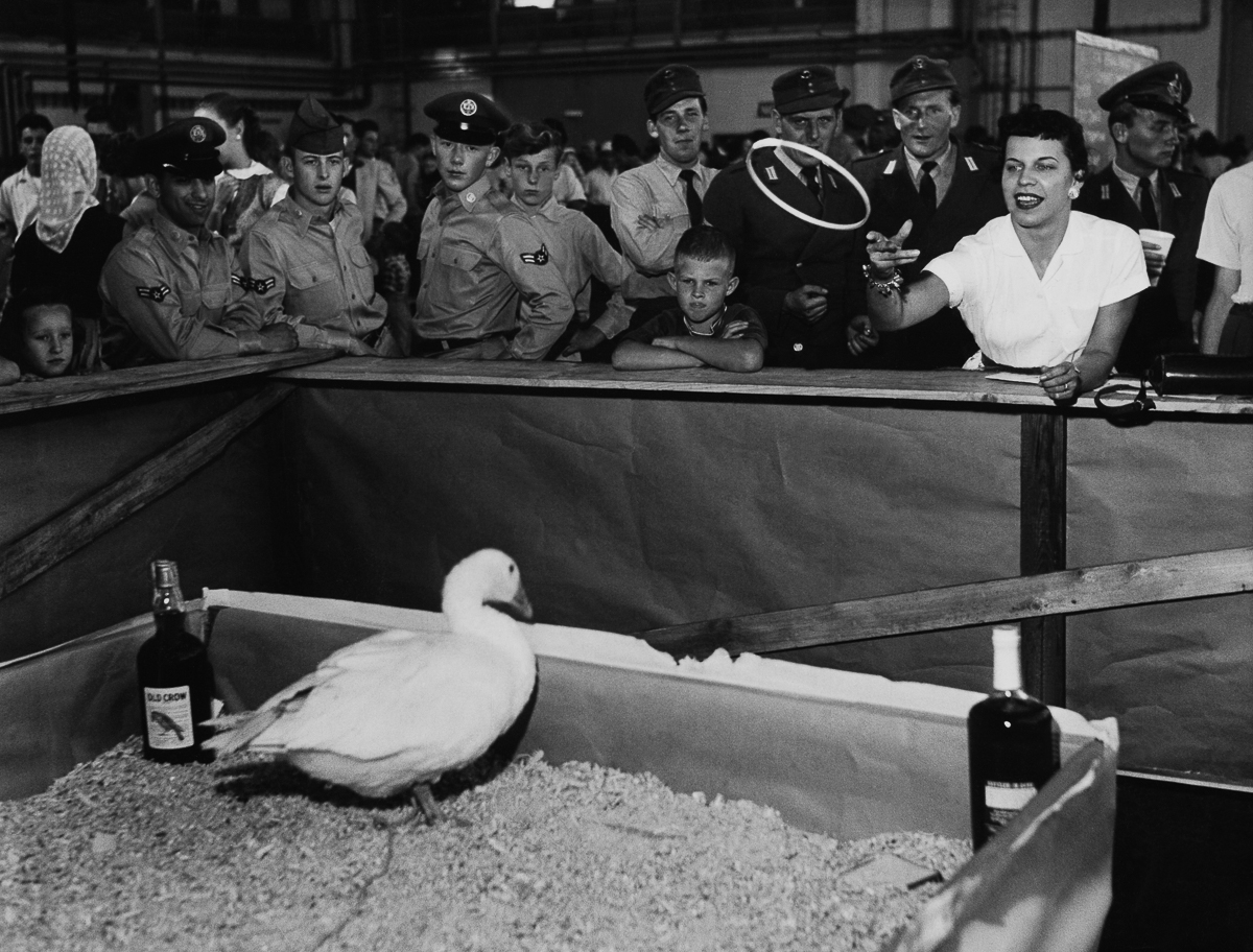 AUGUST 12TH 1957, GERMANY, NEUBIBERG, AMERICANS OF US AIR FORCES CELEBRATING LITTLE OKTOBERFEST