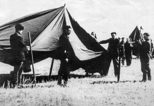 Первая палатка целинников. 1954 г.