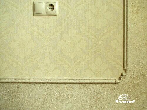 сочетание обоев и декоративной штукатурки фото