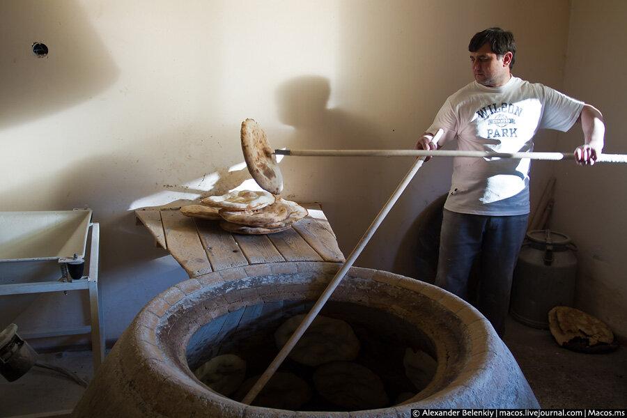 Как делают лаваш в тандыре