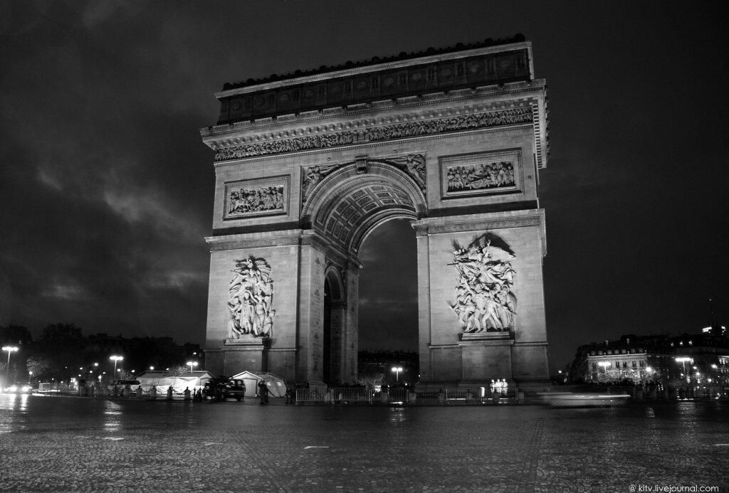 Эйфелева башня черно белое
