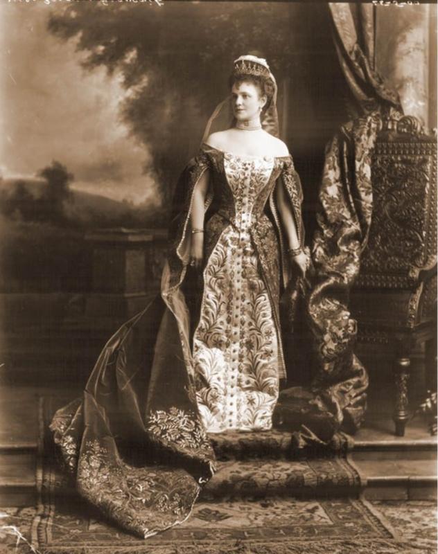 Фрейлины конца XIX - начала XX века в русском придворном платье