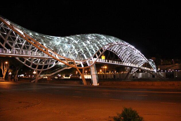 Мост Мира в Тбилиси. Грузия