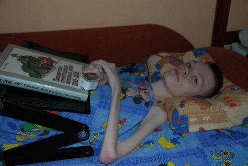 Кирилл Б. I-POD nano, накроватный столик, книги