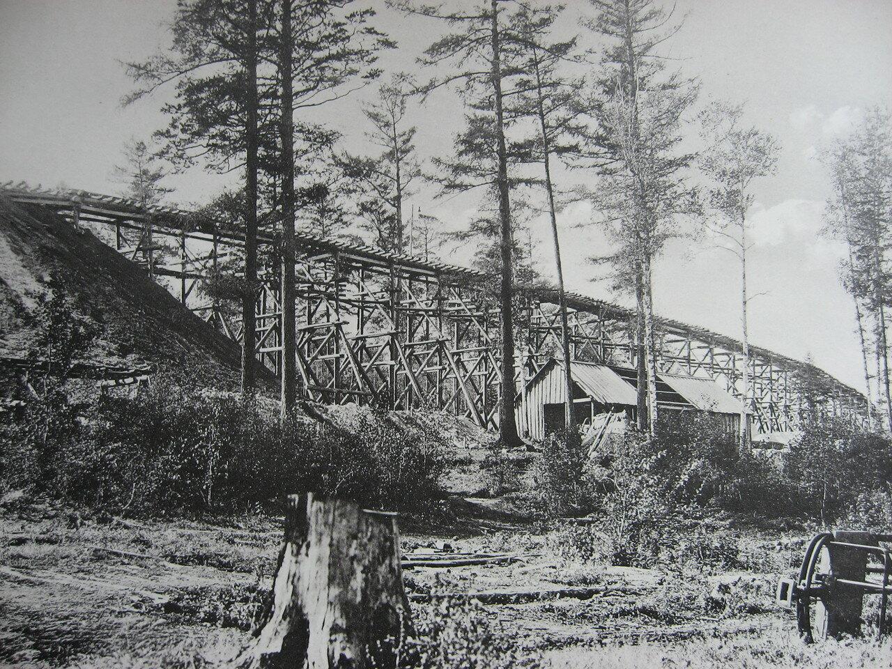34. 2551 верста. Сооружение насыпи при помощи эстакады. Строительный период 1908