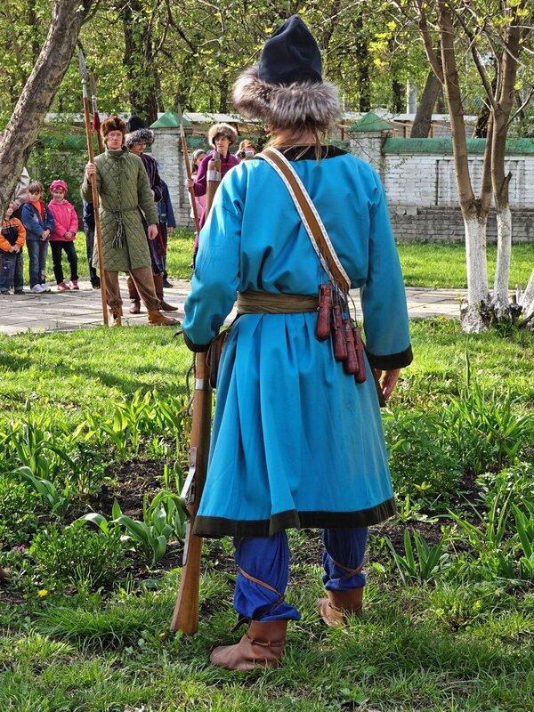 Средневековый воин на стрельбах