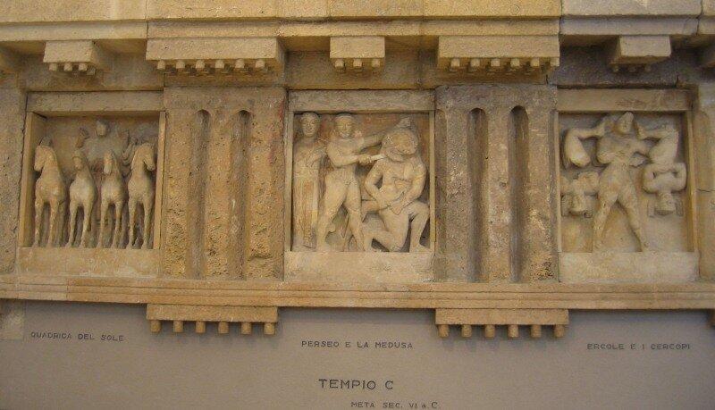 Метопы храма С