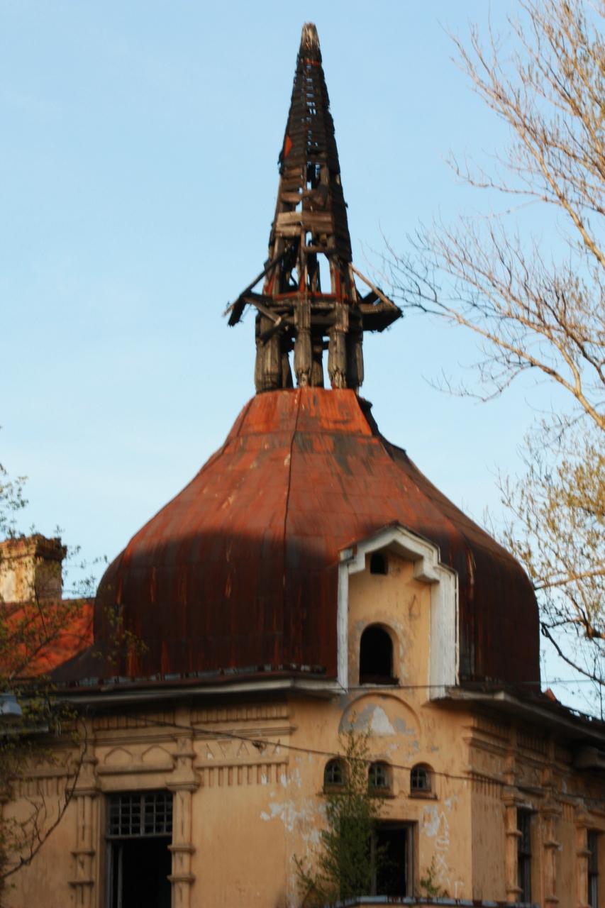 крыша разрушенного костёла