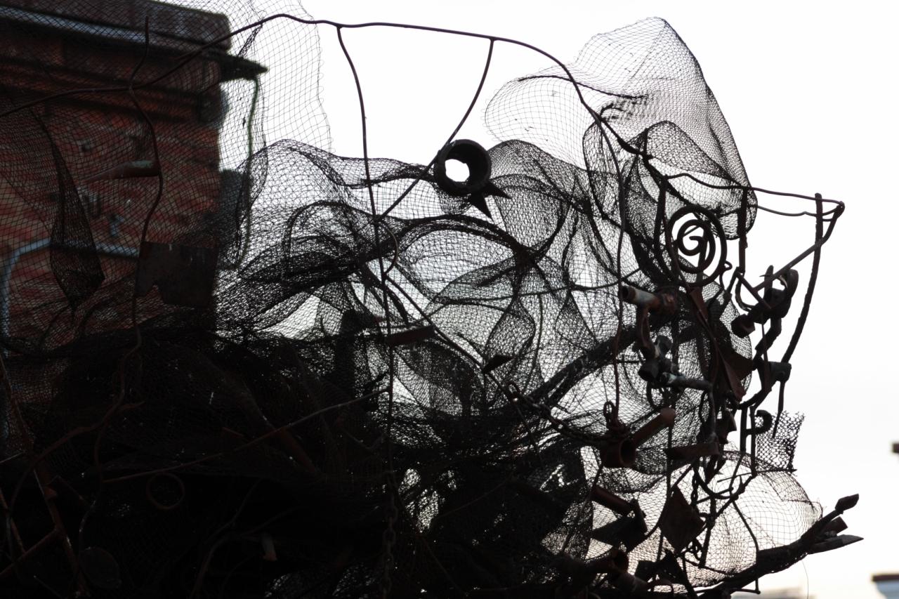 крона металлического дерева(скульптура из мусора)