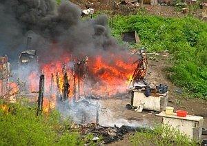 На Горностае сожгли городок бездомных