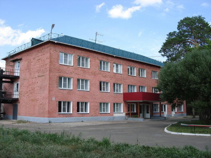 Расположение:База отдыха им. А.И. Покрышкина расположена в 50 км. от города, в пос. Чернолучье, в живописном сосновом...