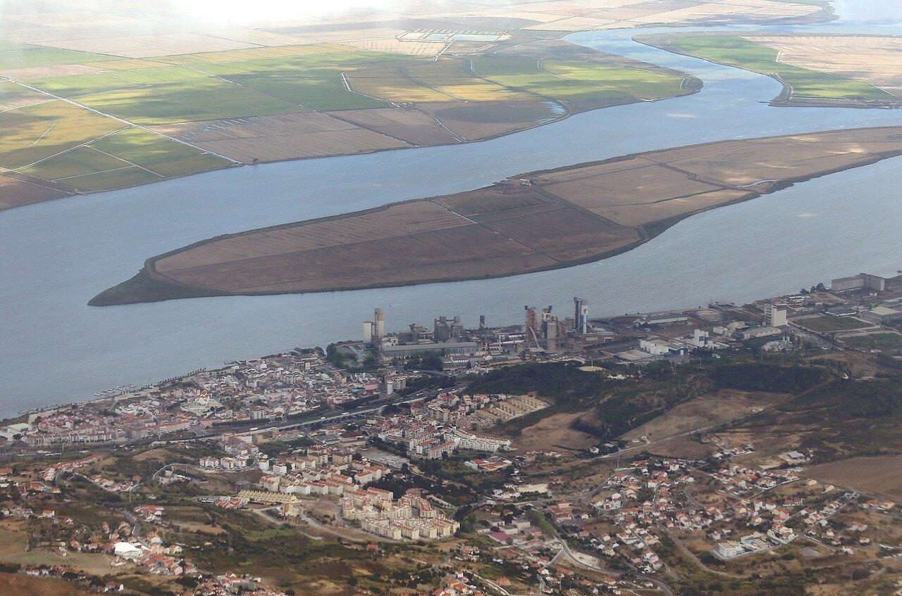 Окрестности Лиссабона с воздуха. Остров Альхандра (Mouchão de Alhandra)