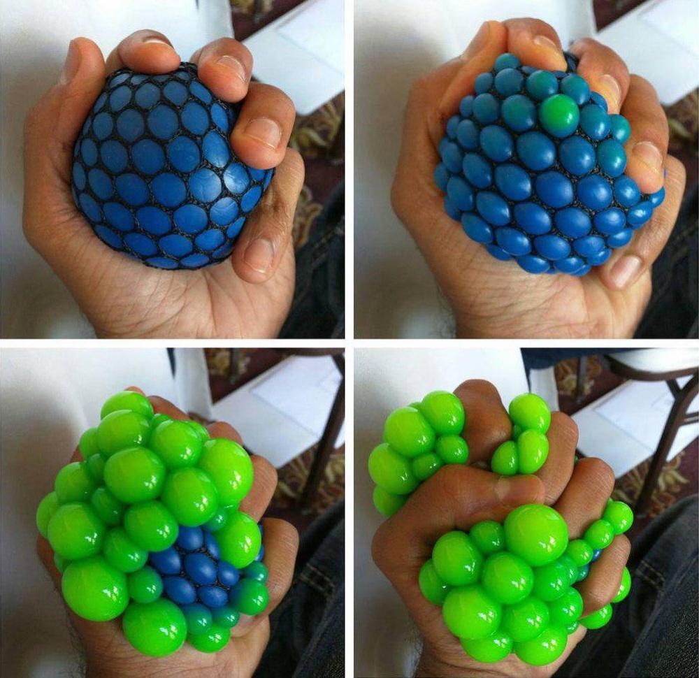 Оригинальный мячик-антистресс отличается отвсех ему подобных наличием специальной сетки. Засчет не
