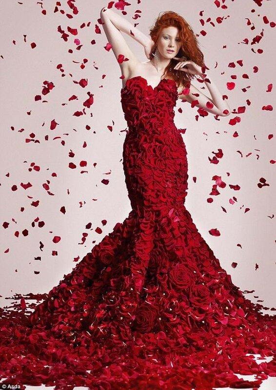"""Портал  """"Вышивка крестом """". девушка в красном. платье.  0. Схемы вышивки  """"платье """".  216x300 крестов. девушка."""