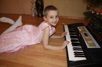 Аня К. Синтезатор для занятий музыкой