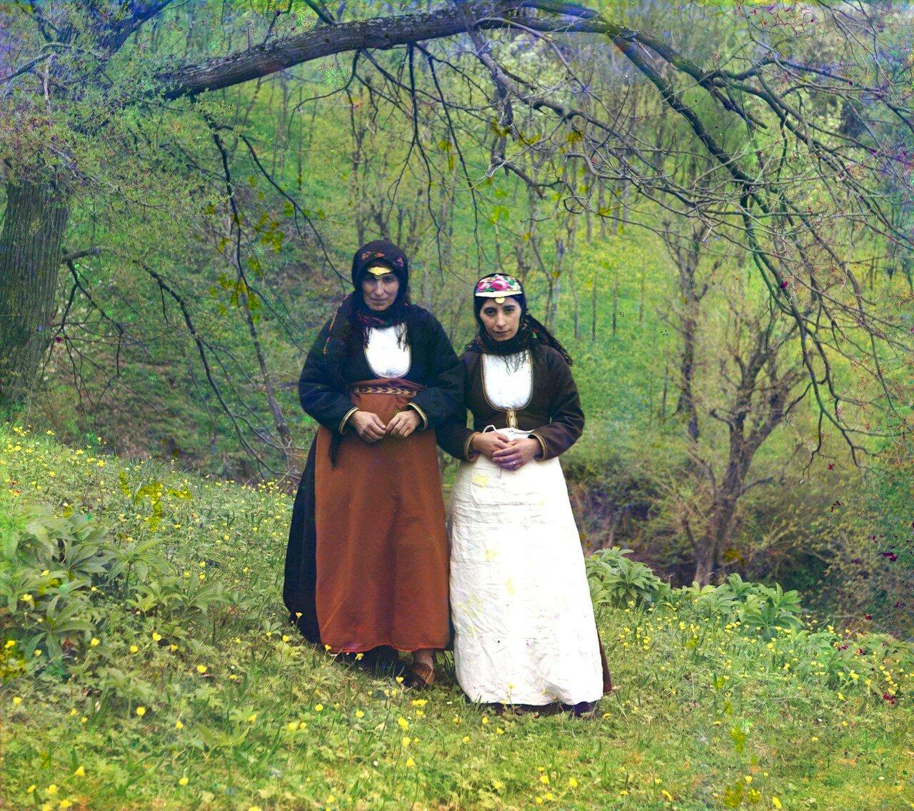 Окрестности Батума. Артвин. Армянки (католички) в обычном костюме