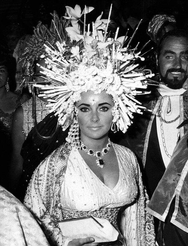 Elizabeth TAYLOR auf einem Kostьmball in Venedig, 1967