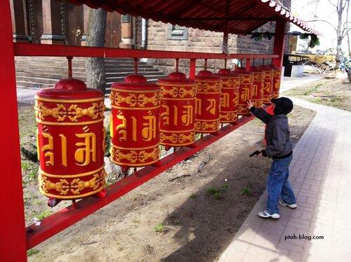 молельные барабаны, буддийский храм, санкт-петербург