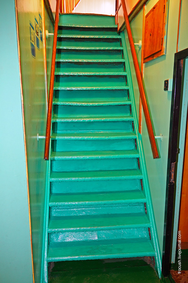Лестница с нижней на главную палубу