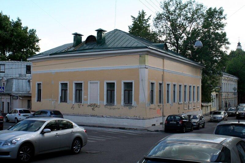 Дом Челнокова на углу Подкопаевского и Хохловского переулков.