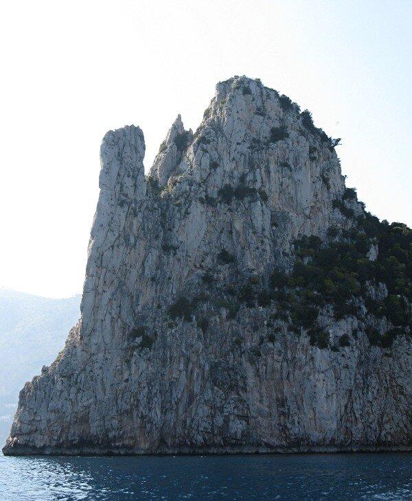 Скалы Фаральони Капри (Faraglioni di Capri). Скала Монаконе (Monacone)