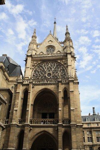 Часовня Сент Шапель в Париже, вид снаружи