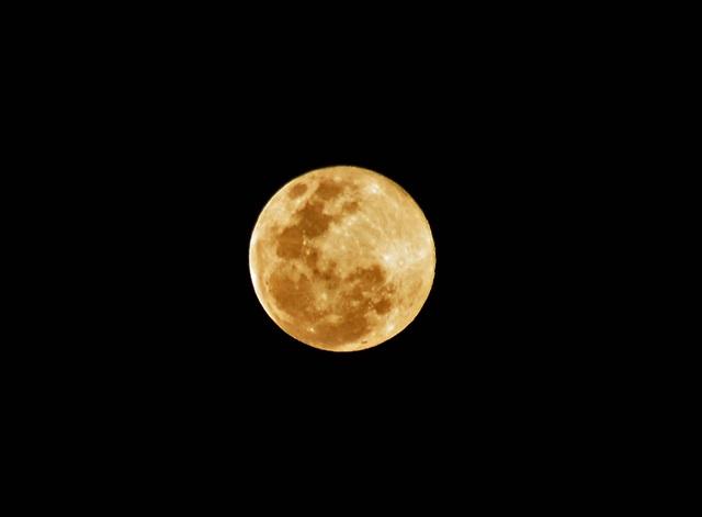Наслаждаемся красивым видом полной луны