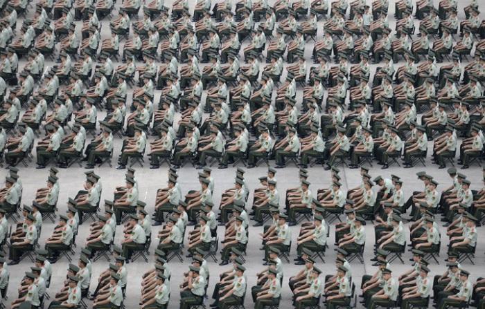 Более 1000 военизированных полицейских принимают участие в учениях в Нанкин, провинция Цзянсу. 13. У