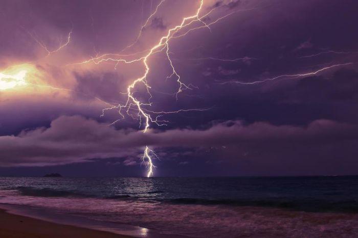Красивые фотографии молний в самых разных местах и ситуациях 0 a5516 7e0b2879 orig