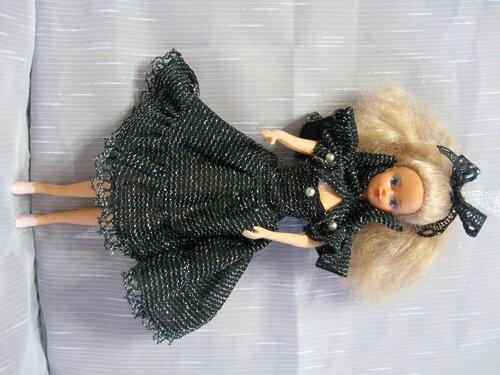 черное платье куклы Барби