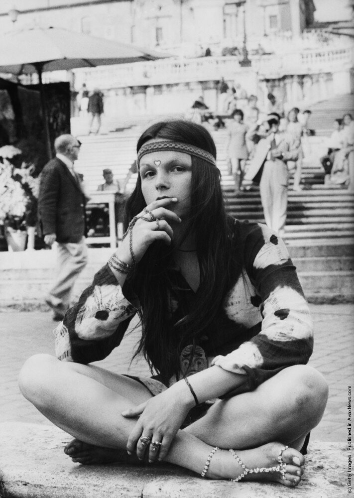 Hippies.На площади Испании, в нижней части Испанской лестницы в Риме, 1970.