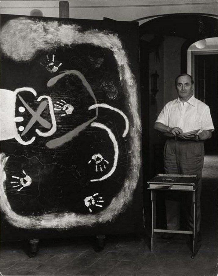 1955. Миро у холста с отпечатками своих рук