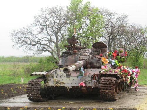 танк между Хрящеватым и Новосветловкой-2.jpg