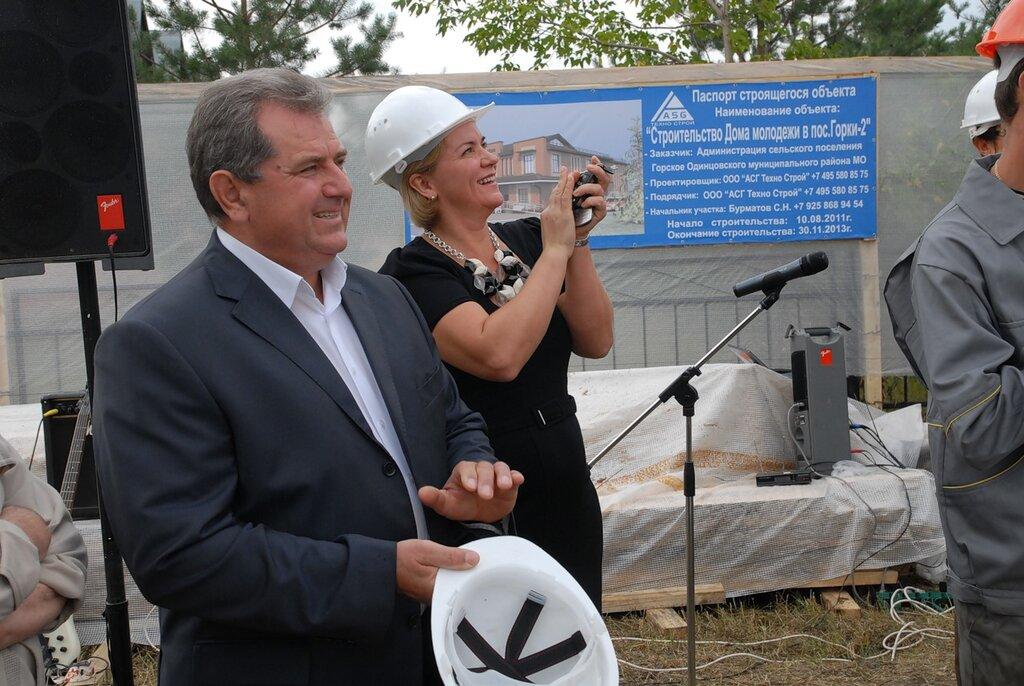 В Одинцовских Горках-2 депутаты облдумы Лазутина и Дупак приняли участие в закладке капсулы в основание будущего Дома молодёжи…